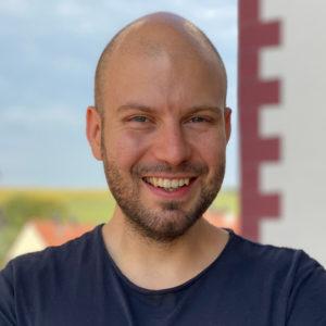 Das Foto zeigt Dr. Ivaylo Dimov, Autor des Beitrags Gesunde Ernährung - Ein Webinar in persönlicher Atmosphäre.