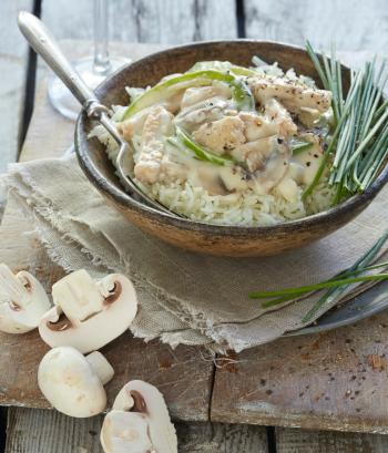 Das Bild zeigt eine Salat Bowl als Variante mit Pilzen und Reis