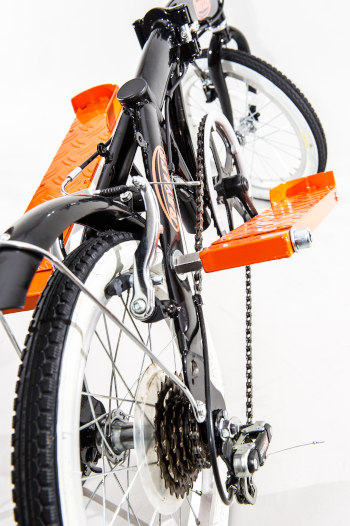 Das Bild zeigt den Rayler Zweiradstepper im Detail mit Fokus auf den Steppantrieb