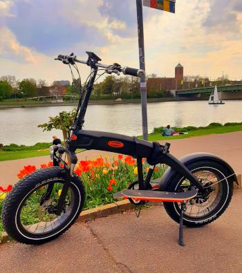 Das Bild zeigt den Rayler Zweiradstepper als Prototyp mit Elektromotor
