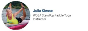 Das Bild zeigt ein Foto von Julia Klesse, WOGA SUP Yoga Instructor und Autorin des Beitrags