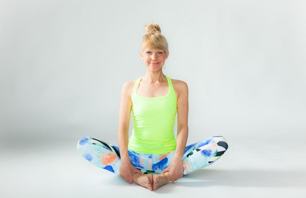 Das Foto zeigt Tina Schneiderin, deine Trainerin im Online Präventionskurs Rücken