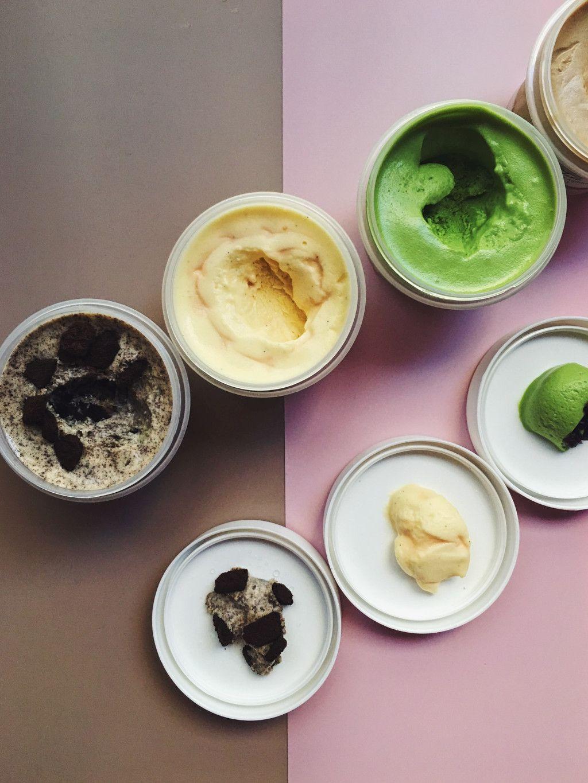 Das Foto zeigt ein paar unterschiedliche Sorbets als Beispiel für Eis-Alternativen zum einfachen Selbermachen